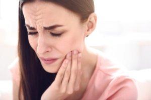 Болезненная травма зубов