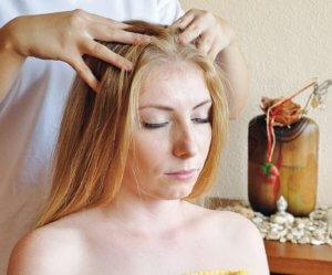 Массаж корней волос